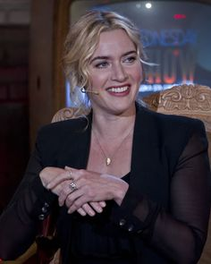 Kate Winslet keeps the Oscar in her toilet