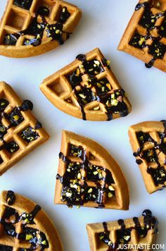 Kickstart your St. Patrick's Day celebrations with a recipe for light and fluffy Chocolate Guinness Waffles. Croissants, Delicious Breakfast Recipes, Yummy Food, Yummy Recipes, Guinness Recipes, Cooking With Beer, Pancakes And Waffles, Potato Pancakes, Waffle Recipes
