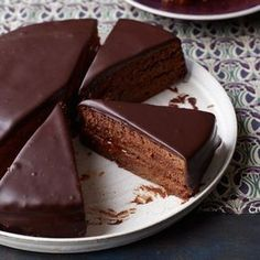 Torte Lidia Bastianich's Sacher torte, a classic Austrian chocolate cake layered with apricot preserves, is deliciously moist.Lidia Bastianich's Sacher torte, a classic Austrian chocolate cake layered with apricot preserves, is deliciously moist. Brownie Desserts, Chocolate Desserts, Just Desserts, Delicious Desserts, Dessert Recipes, Yummy Food, Delicious Chocolate, Cake Chocolate, Divine Chocolate