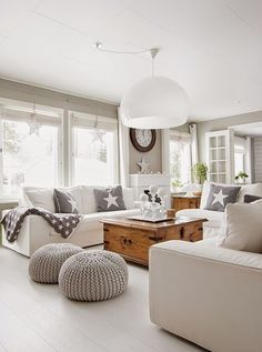 Grey and off white living room. Modern country home style. Coastal Living Rooms, Living Room Grey, Home Living Room, Living Room Decor, Living Spaces, Cozy Living, Deco Design, Design Trends, Design Ideas
