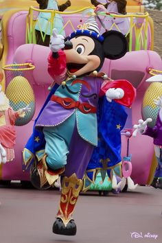 Happy dancing Mickey Mouse