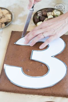 Simple birthday cake Baking makes you happy - Awesome easy recipe for a number cake. The Number Cake is the perfect birthday cake. My number cake - Number Birthday Cakes, Birthday Cakes For Teens, Number Cakes, 30th Birthday, Teen Cakes, Girl Cakes, Cake Recipes, Dessert Recipes, Birthday Cake Decorating