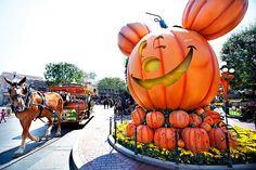 DIsneyland at Halloween Time // Mickey's Halloween Party