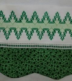Pano de prato Swedish Weaving Patterns, Swedish Embroidery, Monks Cloth, Chicken Scratch, Sewing Crafts, Needlework, Cross Stitch, Fancy, Quilts