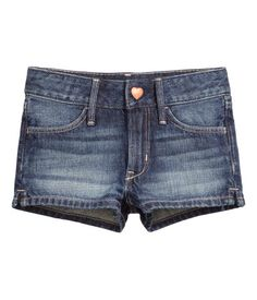 Shorts in washed denim with an adjustable elasticated waist (in sizes 8-12Y), zip fly, front and back pockets and small slits in the sides.