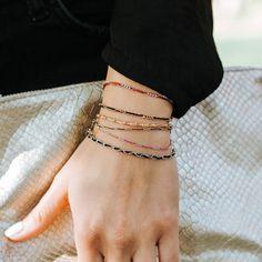 Zart und doch peppig - wie das Leben selbst bestechen diese Armbänder mit einzigartiger, zarter Struktur und knalligem Farbakzent. In Modefarben vermitteln sie Eleganz und schenken den festen Glauben an das Mögliche. Delicate, Spirit, Bracelets, Jewelry, Fashion, La Mode, Silver, Life, Nice Asses
