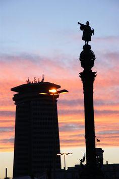 Barcelona, La estatua de Colón al atardecer  Catalonia