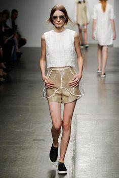 Esportivo Natural #tendenciauna #trends #verao2016 #summer2016 #tendenciaverao2016Osklen Spring 2015 Ready-to-Wear - Collection - Gallery - Look 1 - Style.com