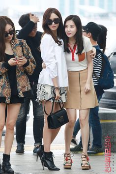 FY! GG South Korean Girls, Korean Girl Groups, Snsd Fashion, Kwon Yuri, Yoona Snsd, Asian Celebrities, Airport Style, Airport Fashion, Korean Actresses