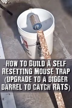 How To Build A Self-Resetting Mouse Trap - These bucket mouse traps are cheap and easy to build easy to use and easy to service. I know the regular mouse traps are cheap but this trap can also catch rats too. The best part is its self resetting. Best Mouse Trap, Mouse Traps, Survival Food, Survival Knife, Survival Tips, Rat Trap Diy, Bucket Mouse Trap, Getting Rid Of Rats, Rat Traps