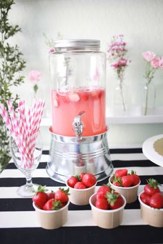 A Birthday Party Theme that Youll Love Whether Youre 3 or 30 2019 Strawberry j 1st Birthday Foods, Birthday Party Drinks, First Birthday Party Themes, Picnic Birthday, Hawaiian Birthday, First Birthday Decorations, Birthday Activities, 21st Birthday, Pink Birthday Food