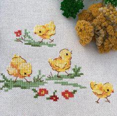 Civciv çıkacak kuş çıkacak 🐥🐣 – My Pins Page Chicken Cross Stitch, Cross Stitch Love, Cross Stitch Cards, Cross Stitch Borders, Cross Stitch Animals, Counted Cross Stitch Kits, Cross Stitch Designs, Cross Stitching, Cross Stitch Embroidery