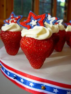 Love these patriotic strawberries (they're standing at attention!) from Blossomedge.