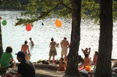 Der Schlachtensee und die Krumme Lanke im Berliner Stadtbezirk Zehlendorf sind Platz 2 der Top 5 der schönsten Badeseen Berlin - alle Infos und Fotos.