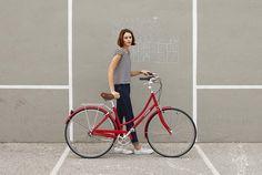 サイクリングが気持ちいい季節。街ではおしゃれな自転車に乗った女性をよく見かけるようになりましたね。健康的でアクティブ、そんな明るく元気な『自転車女子』が急増中なんです!