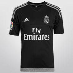 Con el Jersey Infantil Adidas Real Madrid Portero Casa 15/16 S/N°, tus hijos podrán defender el arco con el mejor estilo y la elegancia que tiene el conjunto merengue.