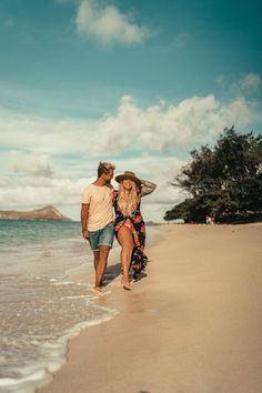 ✔ Couple Photoshoot Outfits Plus Size Couple Beach Photos, Beach Engagement Photos, Beach Pictures, Hawaii Vacation Outfits, Vacation Photo, Oahu Vacation, Island Style Clothing, Couple Travel, Outfits Plus Size