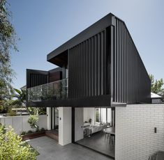 Middle Park Residence by Baldasso Cortese Architects is an existing double-fronted weatherboard house which has been transformed into a modern home in the picturesque Middle Park, Victoria. Architecture Unique, Australian Architecture, Australian Homes, Interior Architecture, Weatherboard House, Wall Cladding, Brickwork, Facade House, Black House