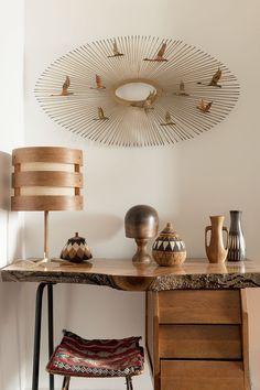 Et si je transposais la lampe qui est sur la table en suspension ? Avec des paniers cuisson vapeur pour la partie bois ? Et du tissu crème (ou mauve) pour l'intérieur ? Comme le modèle FERRET de conforama ?