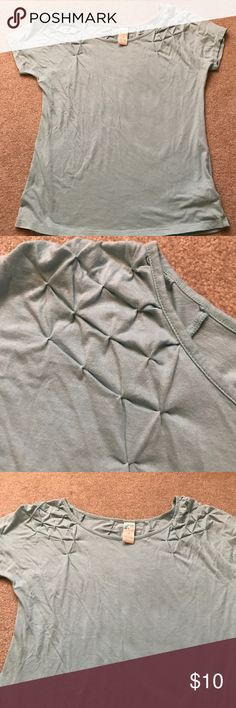 Anthropologie pull over short sleeve T-shirt sz.S Anthropologie pull over short sleeve Seafoam green T-shirt size small, excellent condition Anthropologie Tops Tees - Short Sleeve