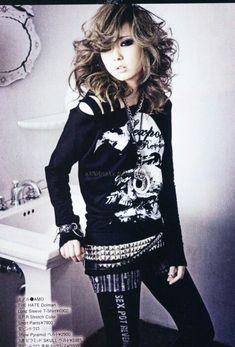 Rokku gyaru... love the shirt and the the way her hair falls...