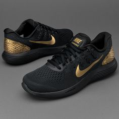 Part of the Nike Celebration pack, this version of the Nike Lunarglide 8  arrives with a classy black and gold design inspired by top athletic  endeavours on ...