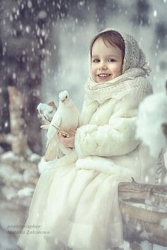Child in the snow I Love Winter, Winter Time, Winter Child, Snow Scenes, Winter Scenes, Precious Children, Beautiful Children, Winter Magic, Winter's Tale