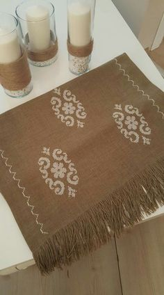 1 million+ Stunning Free Images to Use Anywhere Cross Stitch Geometric, Modern Cross Stitch Patterns, Cross Stitch Designs, Embroidered Bedding, Palestinian Embroidery, Swedish Weaving, Burlap Table Runners, Motif Floral, Crewel Embroidery