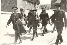 Two republican prisoners are escorted to Kilmainham Gaol : Easter Rising 1916 Ireland 1916, Dublin Ireland, Irish Republican Army, Kilmainham Gaol, Irish News, Easter Rising, Military Records, World Conflicts, Michael Collins