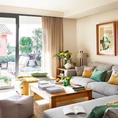 """Esta casa no (solo) hacer perder el sentido, ¡sino que los mima todos! Espectaculares vistas, muy buen gusto, calidez... Normal que la llamen """"el séptimo cielo"""". Visítala en la web (link en la bio)  #elmueble #terraza #terrace #barcelona #salon #livingroom #casa #house #home"""