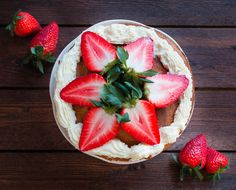 Light birthday cake for special occasion - angel food cake with fresh strawberries and mascarpone frosting Angel Food Cake, Baking Ideas, Strawberries, Frosting, Special Occasion, Goodies, Birthday Cake, Fresh, Chic