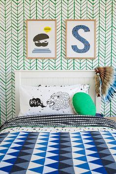 green and cobalt - feather wallpaper - kids bedroom - children - bedding Green Kids Rooms, Casa Kids, Feather Wallpaper, Kids Room Wallpaper, Boys Bedroom Decor, Room Themes, Kid Spaces, Boy Room, Decoration