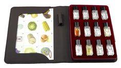 Estuche de Aromas de los Defectos del Vino - 12 Aromas: 1.geranio, 2.disolvente de tinta de uñas, 3.vinagre, 4.oxidado, 5.maderizado, 6.sabor al corcho, 7.repollo, 8.cebolla, 9.caucho, 10.huevo putrefacto, 11.maíz, 12.sudor de caballo