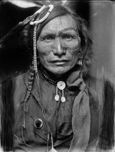 Iron Whitenan Oglala, 1900