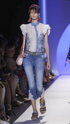 Desigual Ready To Wear Spring Summer 2017 New York Live Fashion, Fashion Show, Personal Shopping, Fashion Stylist, Catwalk, Runway Fashion, Fashion Forward, Ready To Wear, Fashion Photography