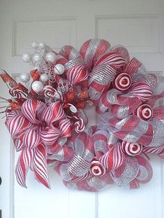 32 DIY Christmas Wreath for Your Front Door - See more stunning DIY Chrsitmas Wreaths at DIYChristmasDecorations.net!