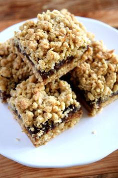 Newfoundland Date Squares - Lord Byron's Kitchen The Oatmeal, Cookie Desserts, Cookie Recipes, Dessert Recipes, Baking Desserts, Fall Desserts, Brownie Recipes, Lord Byron, Shortbread