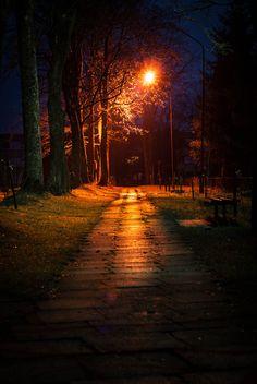 ata-raxie: Morning light by Edgaras Siauciunas Dark Photography, Night Photography, Street Photography, Night Aesthetic, Night City, Dark Wallpaper, Background Pictures, Morning Light, Dark Night