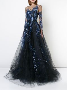 Whatever the evening occasion — Gucci, Versace, Burberry & Valentino, are just a few of the greats that have you sorted for dresses. Designer Evening Dresses, Designer Gowns, Evening Gowns, Pinterest Gowns, Pretty Outfits, Pretty Dresses, Constellation Dress, Michael Cinco, Ellie Saab