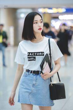CLC-예은 180516 ICN -> Suvannarbhumi Airport, Bangkok Korean Airport Fashion, Asian Fashion, Girl Fashion, Kpop Fashion Outfits, Korean Outfits, Jang Yeeun, Kpop Mode, Oppa Gangnam Style, Clc