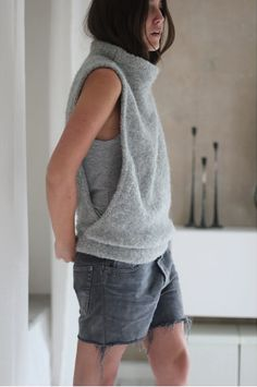 Knitting Patterns Sweter This could also be created by repurposing an old sweater. Alter Pullover, Diy Kleidung, Old Sweater, Gray Sweater, Grey Shirt, Pullover Sweaters, Vest Pattern, Fashion Mode, Couture Fashion