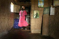 "afrodiaspores:  Portraits in the series, ""Guardians of Dahomeyan Deities from Benin to Maranhão [Brazil]"" (""Zeladores de Voduns do Benin ao Maranhão"") by Márcio Vasconcelos, 2009-2011.In order from the top:""Pai Euclides,"" ""Curador,"" ""Mãe Elzita,"" ""Mundica Estrela,"" ""Irene Moreira,"" and an unidentified practitioner. Voduns are spirits of Fon origin venerated in the Brazilian religious formations Tambor da Mina and Jeje Candomblé. Ethnographer and historianKelly E. Hayes defines a key term…"