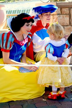 mydisneyadventures:  Snow White and her Friend on Flickr.