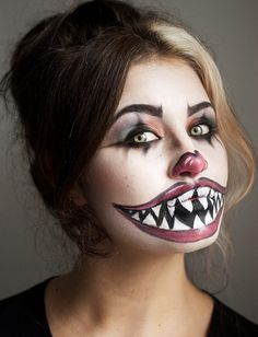 Halloween make-up ideas for women: How to really scare .- Halloween Schminkideen für Damen: So erschrecken Sie richtig! putting on makeup as a frightening clown - Halloween Zombie Makeup, Maquillage Halloween Clown, Unique Halloween Makeup, Halloween Makeup Looks, Joker Halloween, Halloween Ideas, Costume Halloween, Unique Makeup, Halloween Make Up Scary