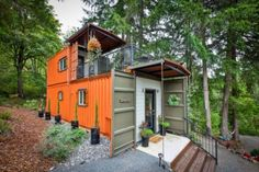 Couple Builds Amazing Shipping Container Home For Debt-Free Living — Collective Spark Cheap Tiny House, Shipping Container Design, Shipping Containers, Usa Living, Building A Container Home, Container Buildings, Casas Containers, Debt Free Living, Modern Mansion