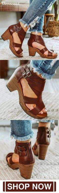 Golf fashion – The World Of Golf Golf Fashion, Fashion Shoes, Cute Shoes, Me Too Shoes, Manolo Blahnik Heels, Prom Heels, Pumps Heels, Crazy Shoes, Black High Heels