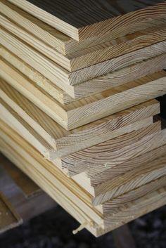Home Renovation Flooring wood floors with pine - Make your own flooring with pine planks Pine Wood Flooring, Diy Wood Floors, Farmhouse Flooring, Pine Floors, Diy Flooring, Plank Flooring, Wood Planks, Laminate Flooring, Hardwood Floors