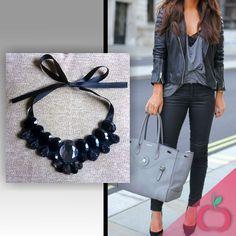 Um look casual ou social sempre combina com um Maxi poderoso! Inove e renove o seu look gastando pouco! #maxicolar #colares #bijouterias #pedrarias #moda #fashion