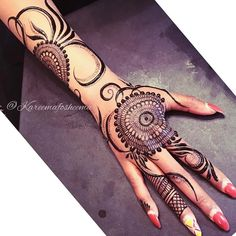 "2,100 Likes, 9 Comments - Henna Mehndi Studio (@lal_hatheli_products) on Instagram: ""#lal_hatheli So stunning #Repost @kareemafosheema ・・・ The minute I seen this original…"""