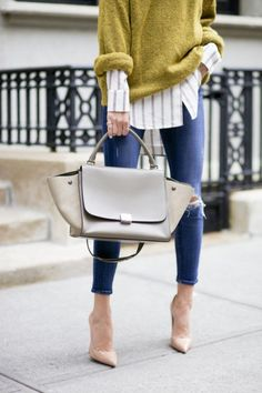 Street style. Mustard sweater, striped shirt, ripped jeans, nude pumps and Celine trapeze bag l Doll Memories